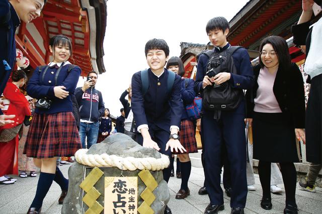 自国の文化や歴史を探究する日本文化の理解と実践