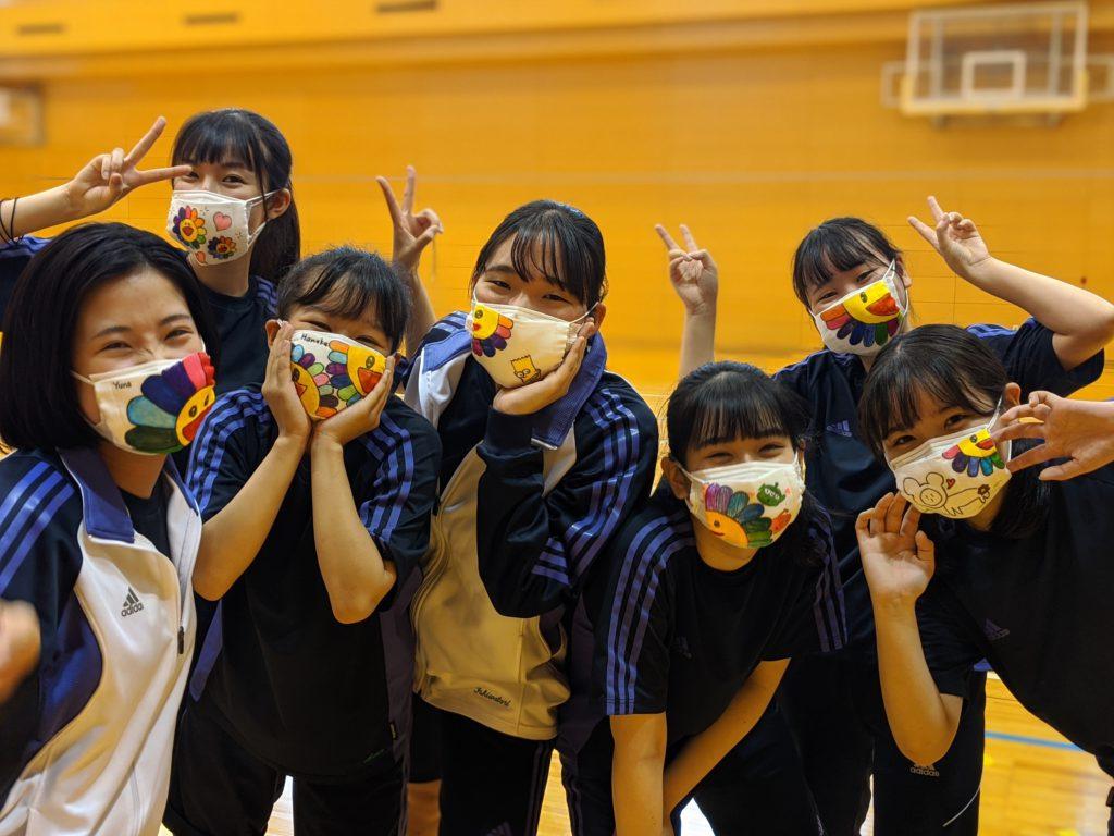 【高校】「アベノマスク」が幼教の生徒にかかると…